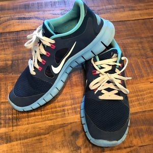 Nike free run size 6Y/ 7 Women's